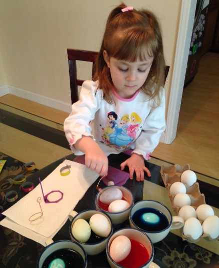 Child Dyeing eggs