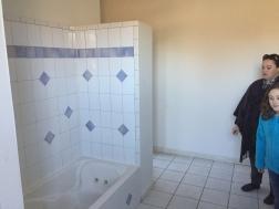 BATHROOM NEXT TO FRONT BEDROOM